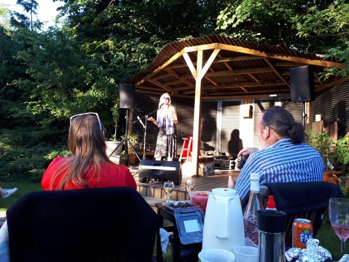 Mette Kirkegaard til havekoncert i Roskilde juli 2020